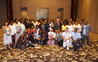 President Faure meets members of the Seychellois Community in Bahrain