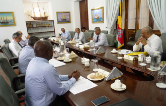 President Chairs Meeting of the Leaders' Forum