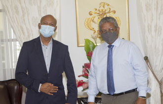 President Ramkalawan welcomes Professor Ralph Etienne-Cummings at State House