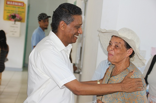 President Faure visits SCAA and Health Centres on Praslin