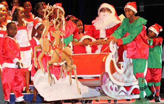 State House Christmas Carols welcomes Santa to Seychelles