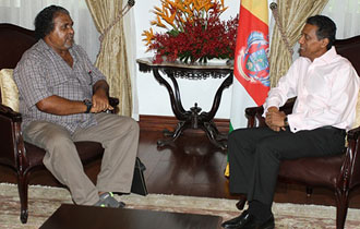 President Danny Faure receives Seychellois writer and poet