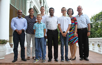President Faure meets with Seychellois Swimmers of the FINA/HOSA Open Water Marathon Swim World Series 2018