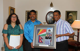 President Faure receives Seychellois climbers following successful climb to Mount Everest Base Camp