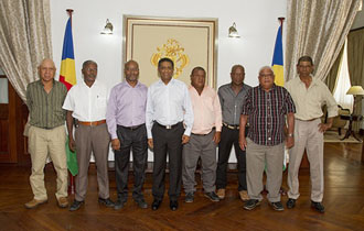 President Faure meets Long-service staff from Seychelles Ports Authority