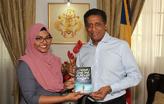 President meets young Seychellois writer